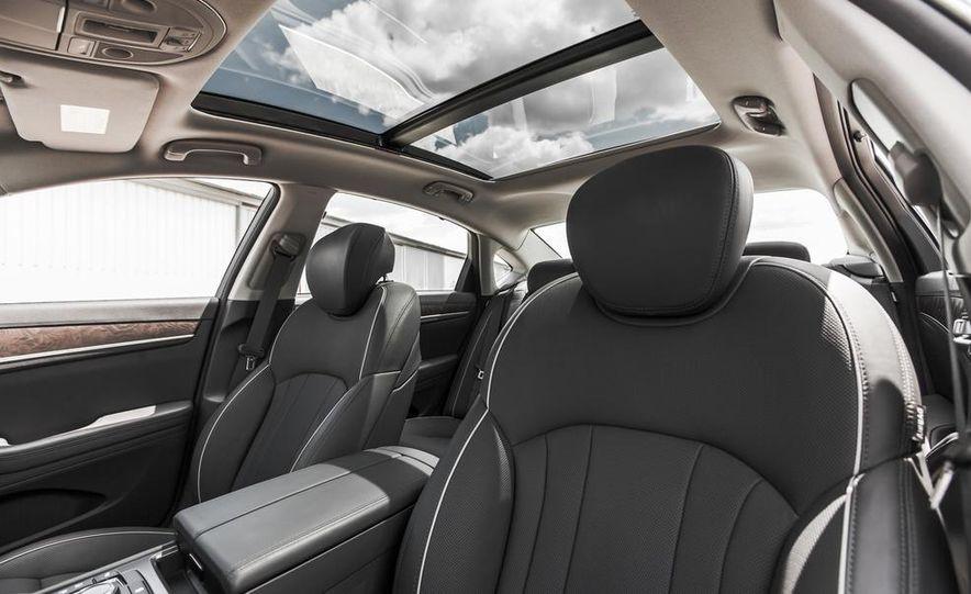 2015 Hyundai Genesis 3.8 HTRAC sedan - Slide 28