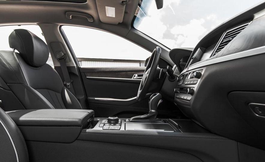 2015 Hyundai Genesis 3.8 HTRAC sedan - Slide 30