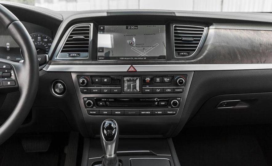 2015 Hyundai Genesis 3.8 HTRAC sedan - Slide 37