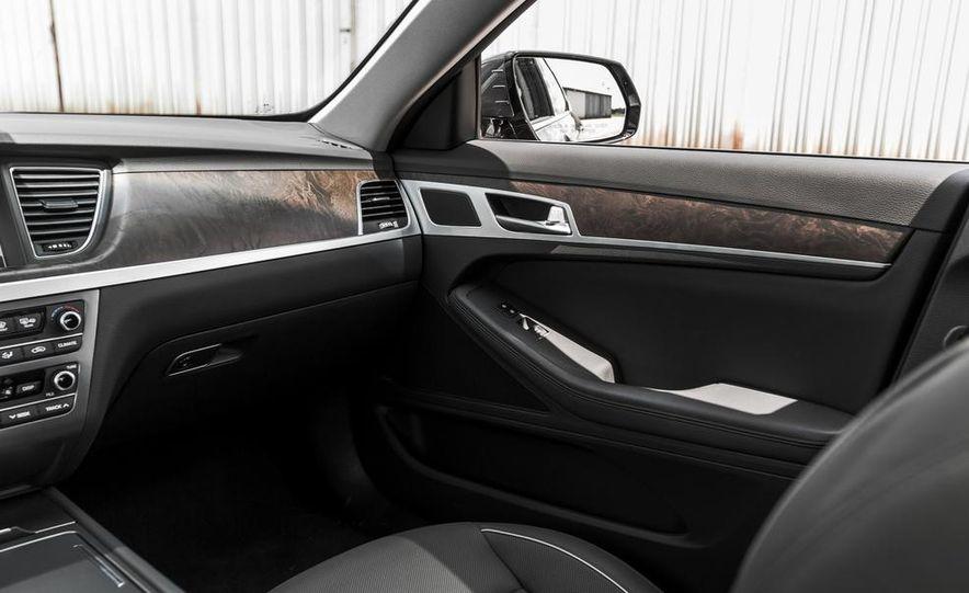 2015 Hyundai Genesis 3.8 HTRAC sedan - Slide 38