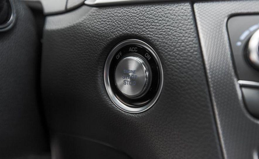 2015 Hyundai Genesis 3.8 HTRAC sedan - Slide 42