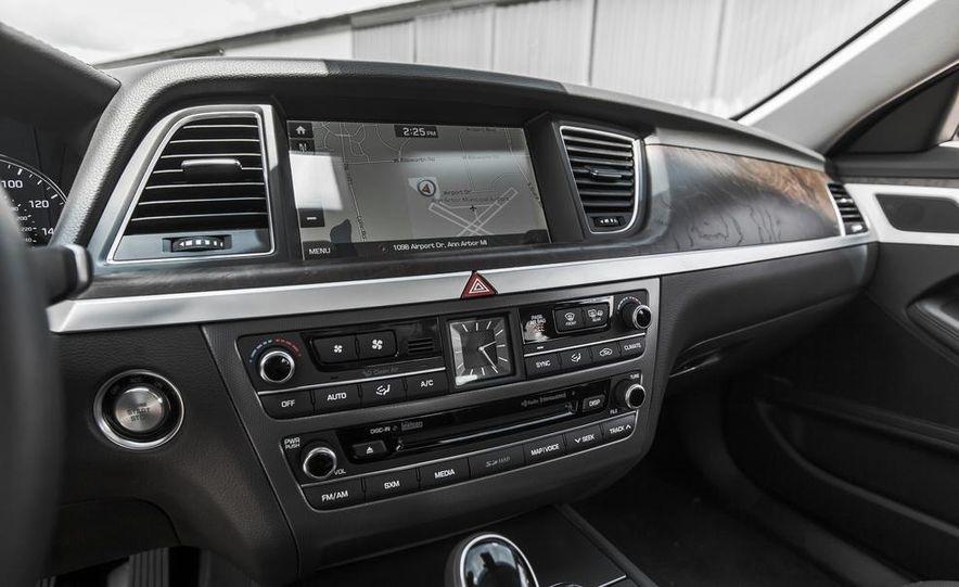 2015 Hyundai Genesis 3.8 HTRAC sedan - Slide 43