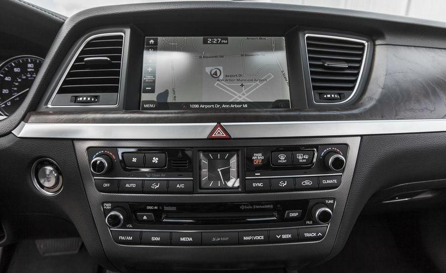 2015 Hyundai Genesis 3.8 HTRAC sedan - Slide 44
