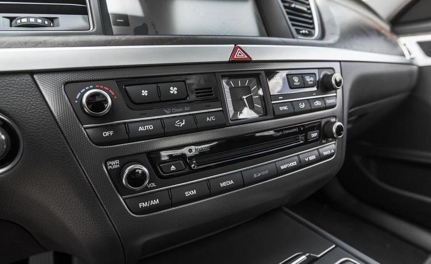2015 Hyundai Genesis 3.8 HTRAC sedan - Slide 45