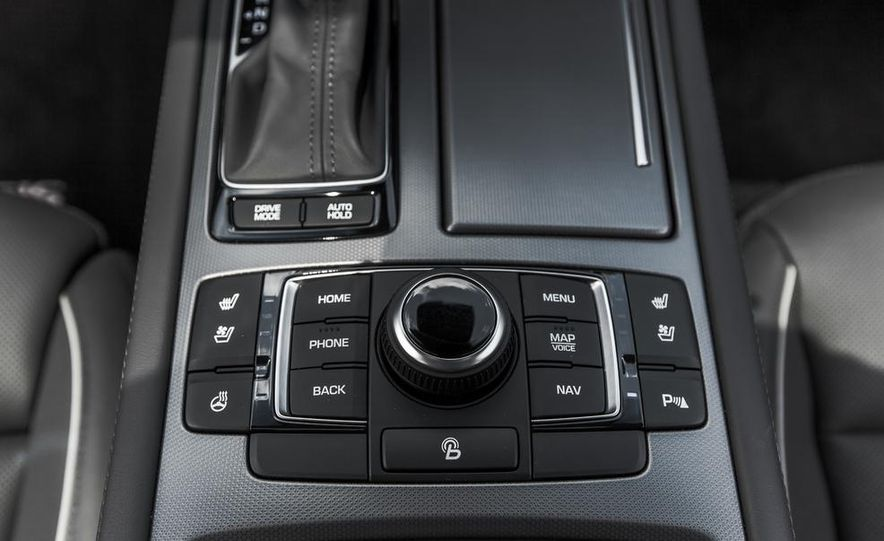 2015 Hyundai Genesis 3.8 HTRAC sedan - Slide 52