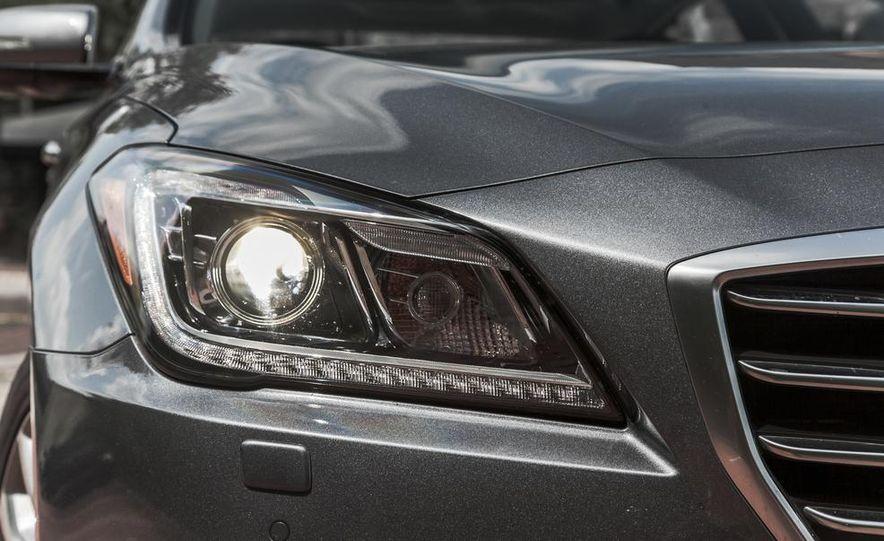 2015 Hyundai Genesis 3.8 HTRAC sedan - Slide 19