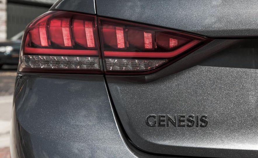 2015 Hyundai Genesis 3.8 HTRAC sedan - Slide 23