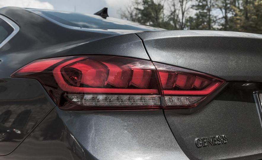 2015 Hyundai Genesis 3.8 HTRAC sedan - Slide 24