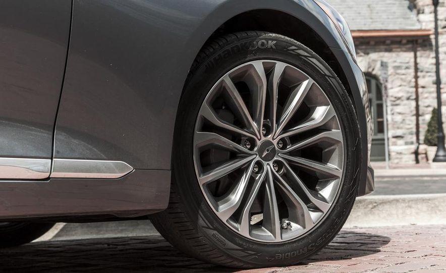 2015 Hyundai Genesis 3.8 HTRAC sedan - Slide 25