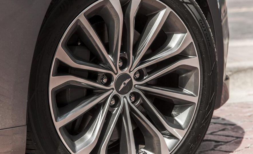 2015 Hyundai Genesis 3.8 HTRAC sedan - Slide 26