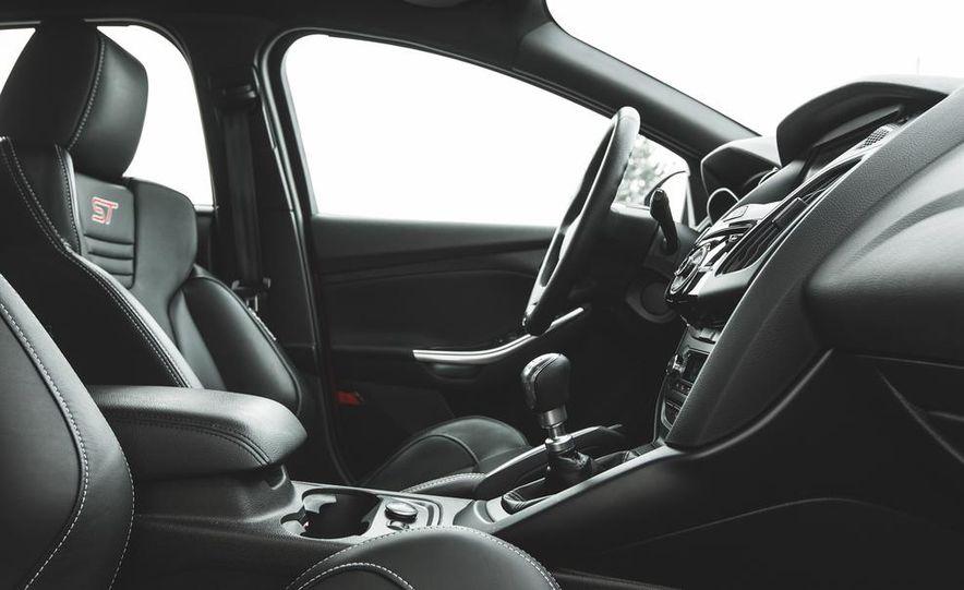 2016 Ford Focus RS hatchback (spy photo) - Slide 36
