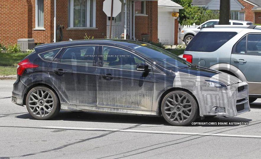 2016 Ford Focus RS hatchback (spy photo) - Slide 5