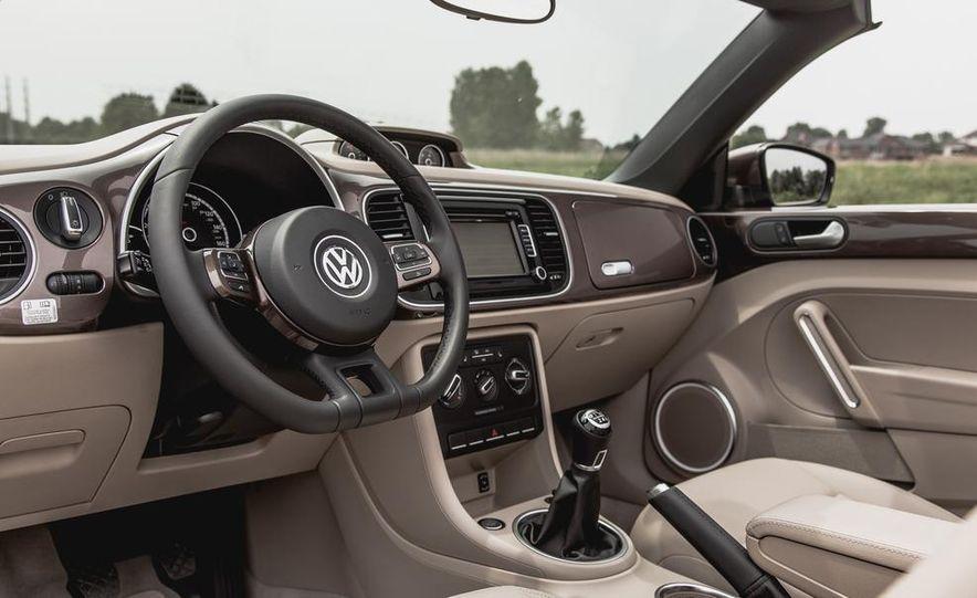 2014 Volkswagen Beetle TDI convertible - Slide 27
