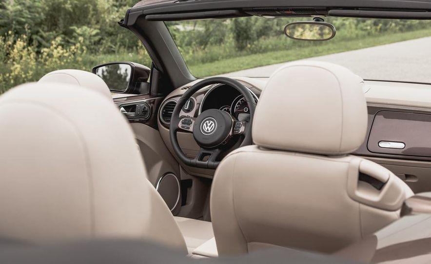 2014 Volkswagen Beetle TDI convertible - Slide 32