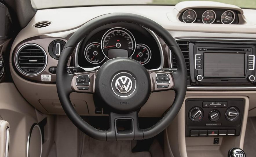 2014 Volkswagen Beetle TDI convertible - Slide 33