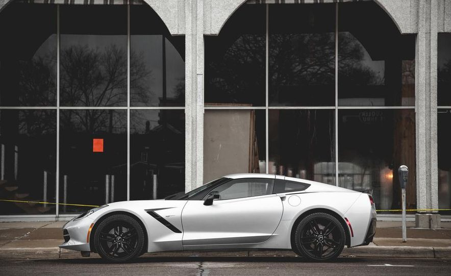 2014 Chevrolet Corvette Stingray coupe Z51 - Slide 23