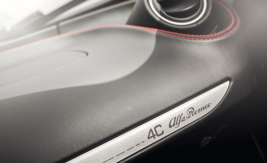 2015 Alfa Romeo 4C - Slide 38