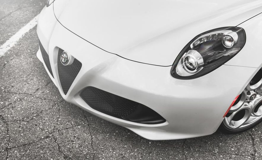 2015 Alfa Romeo 4C - Slide 15