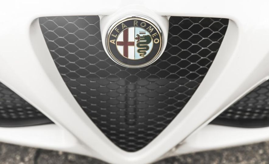 2015 Alfa Romeo 4C - Slide 18