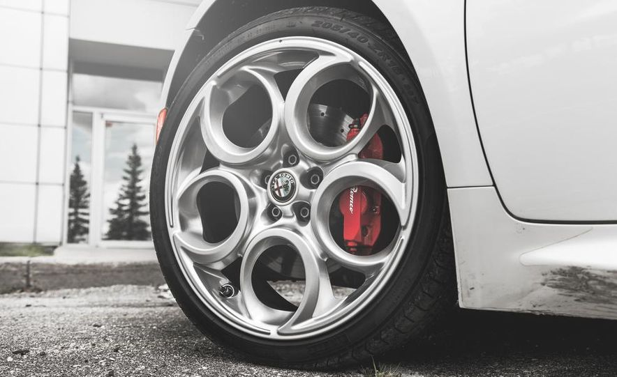 2015 Alfa Romeo 4C - Slide 19