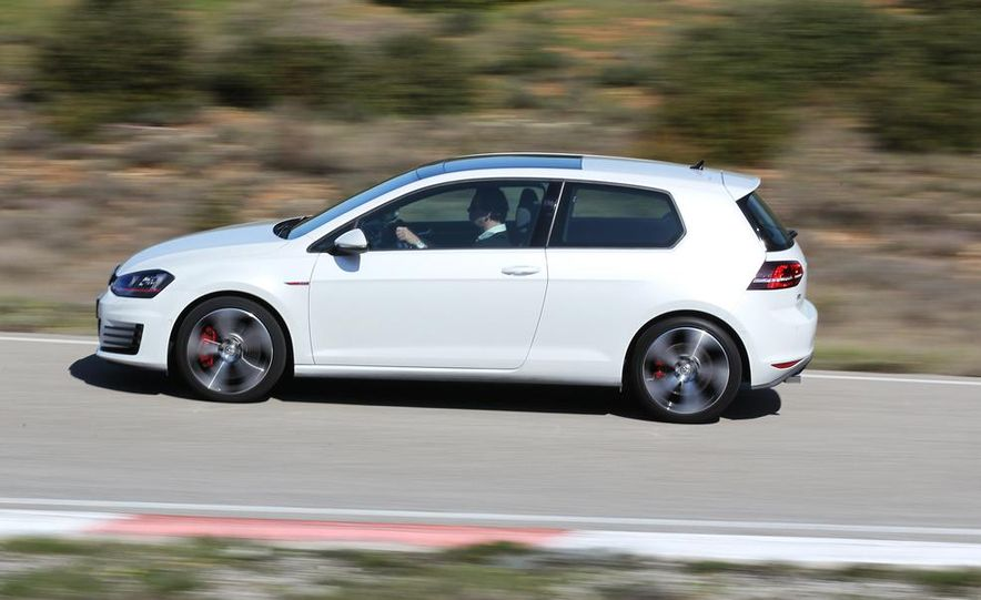 2015 Volkswagen GTI 5-door - Slide 17