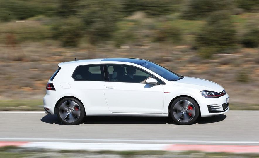 2015 Volkswagen GTI 5-door - Slide 18