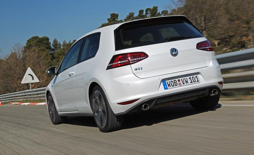 2015 Volkswagen GTI 5-door - Slide 19