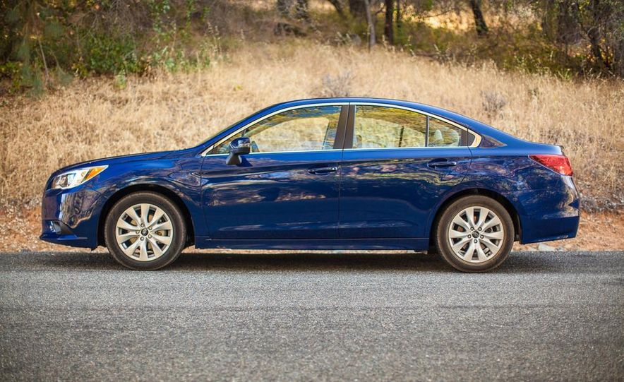 2015 Subaru Legacy 2.5i PZEV Premium - Slide 3