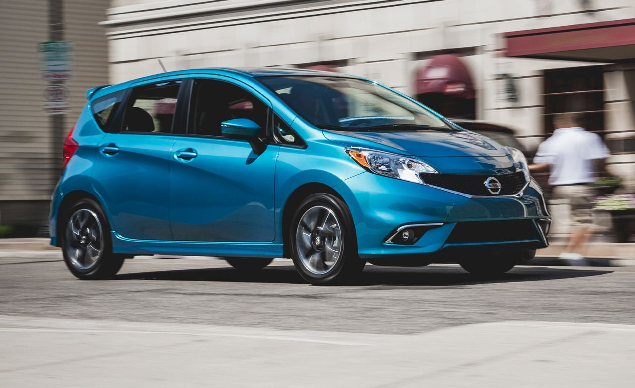 nissan versa note reviews nissan versa note price photos and specs car and driver. Black Bedroom Furniture Sets. Home Design Ideas