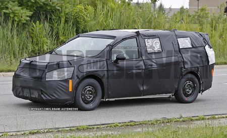 2017 Chrysler Town & Country Spy Photos