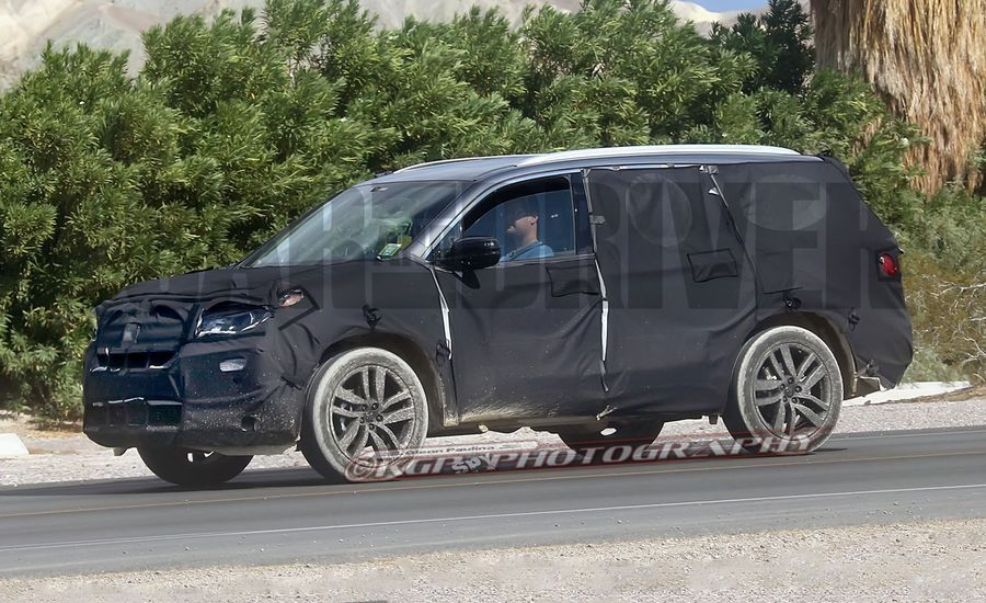 2016 Honda Pilot Spy Photos: Longer, Less Blocky, More Acura-Like