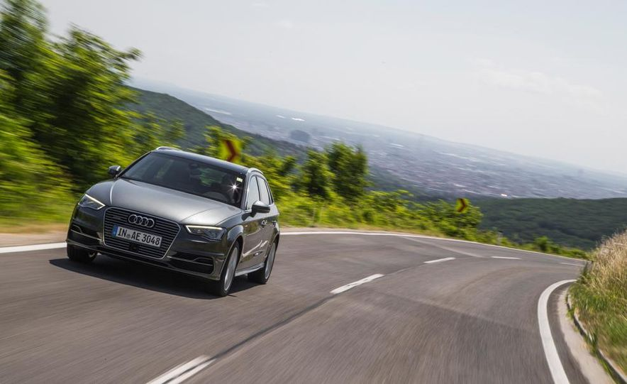 2016 Audi A3 Sportback e-tron (Euro-spec) - Slide 2