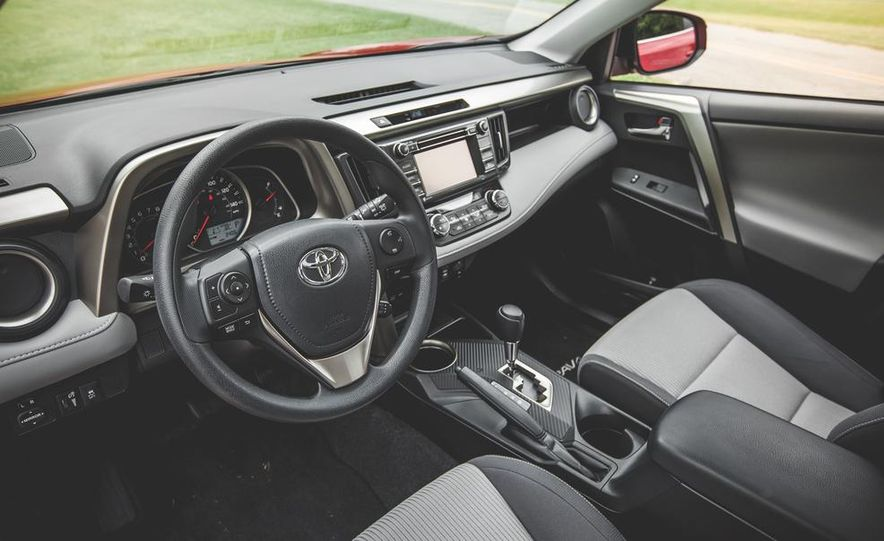 2014 Toyota RAV4 XLE FWD - Slide 28