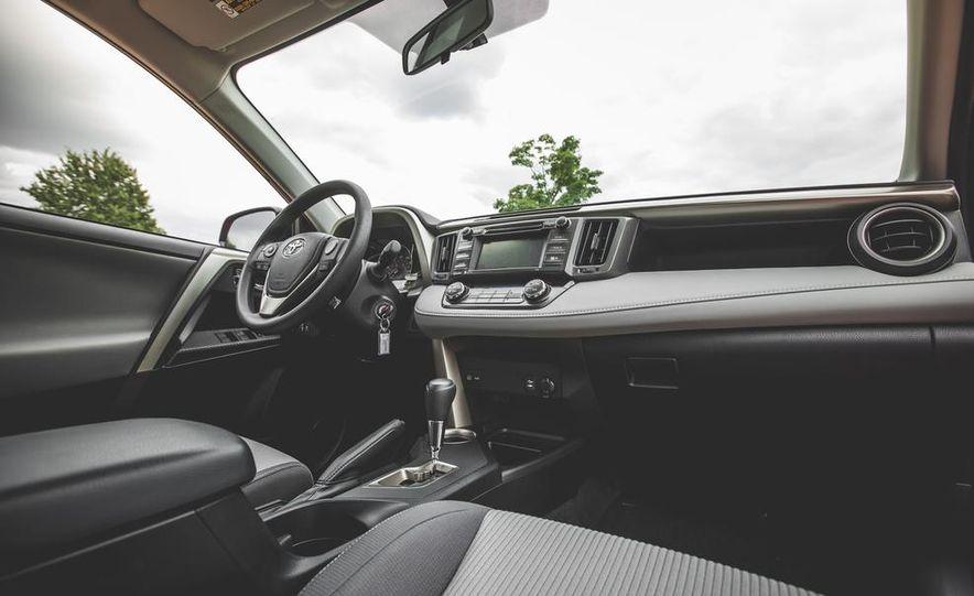 2014 Toyota RAV4 XLE FWD - Slide 31