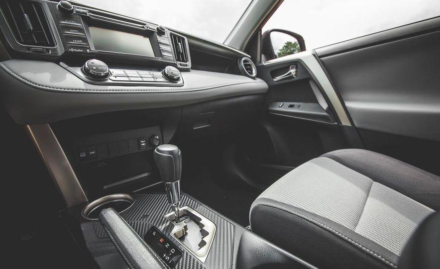 2014 Toyota RAV4 XLE FWD - Slide 32