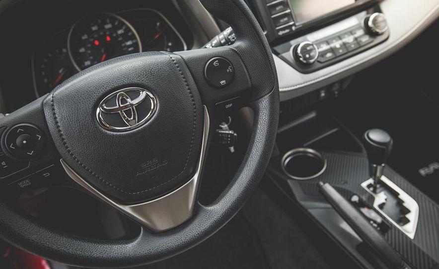 2014 Toyota RAV4 XLE FWD - Slide 40