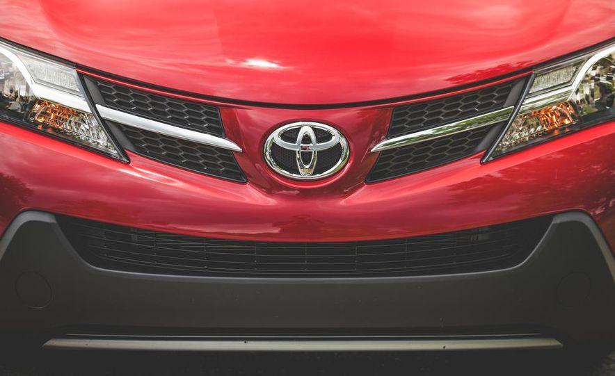 2014 Toyota RAV4 XLE FWD - Slide 19