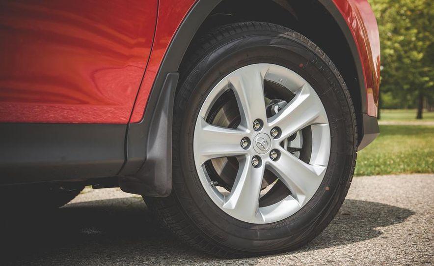2014 Toyota RAV4 XLE FWD - Slide 21