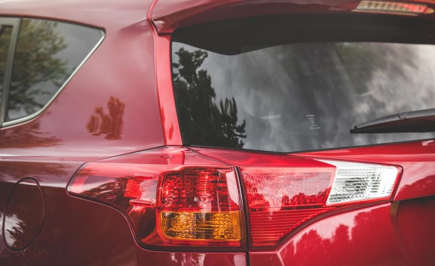 2014 Toyota RAV4 XLE FWD - Slide 22