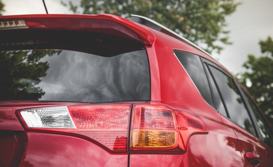 2014 Toyota RAV4 XLE FWD - Slide 23