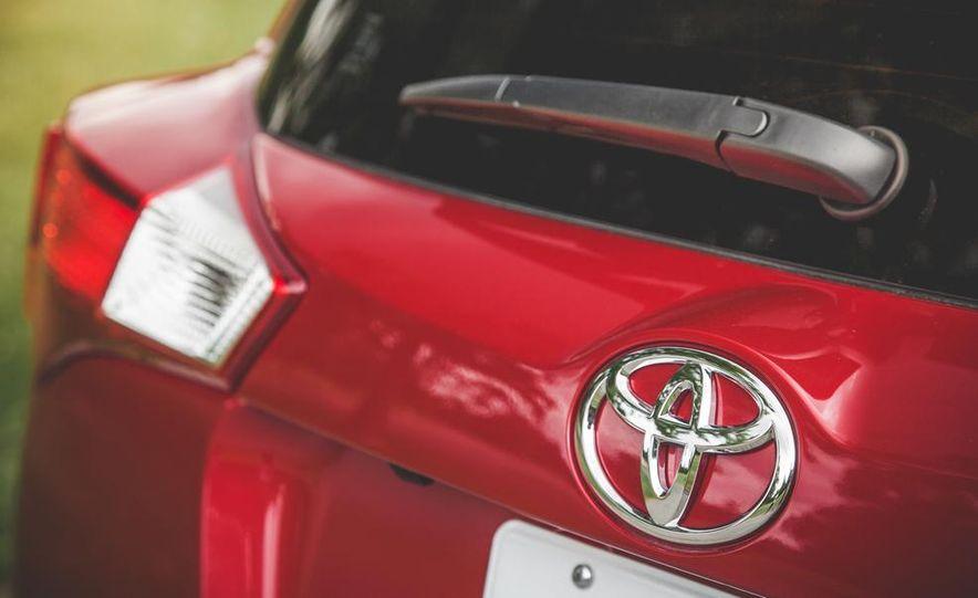 2014 Toyota RAV4 XLE FWD - Slide 25