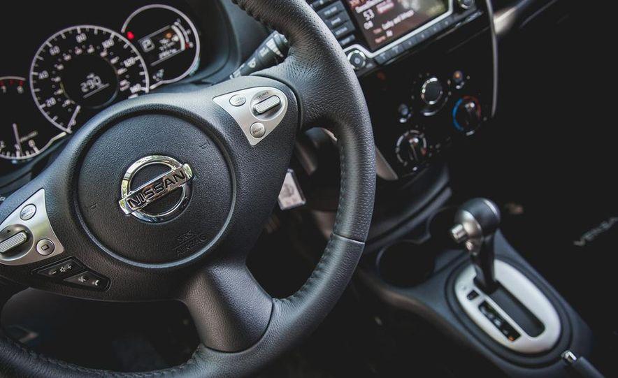2015 Nissan Versa Note SR - Slide 35