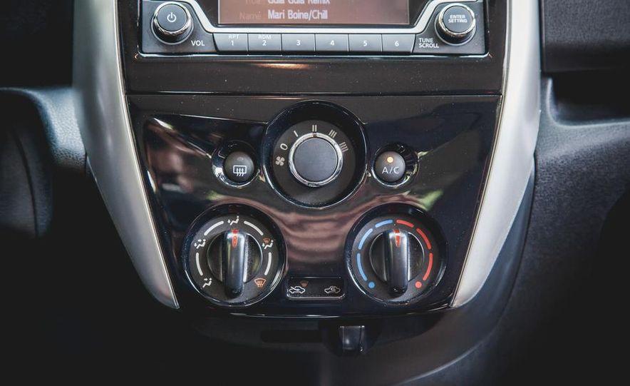 2015 Nissan Versa Note SR - Slide 41