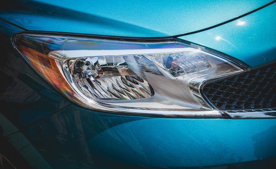 2015 Nissan Versa Note SR - Slide 14