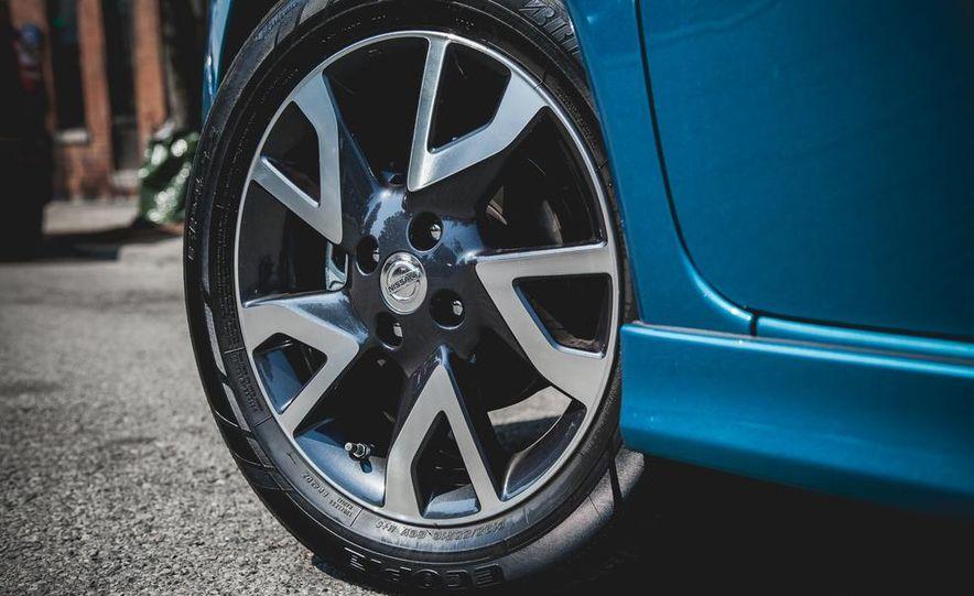 2015 Nissan Versa Note SR - Slide 17