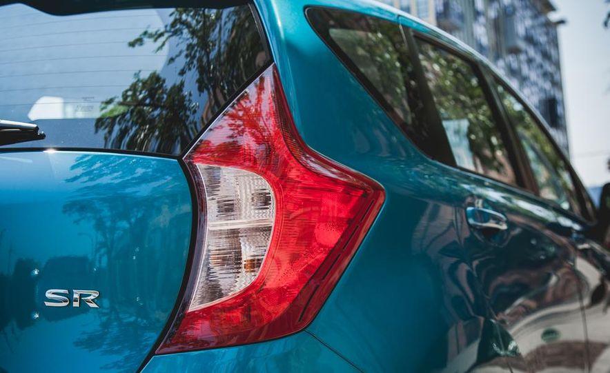 2015 Nissan Versa Note SR - Slide 18