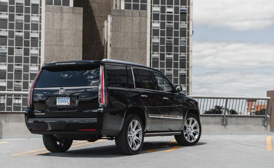 2015 Cadillac Escalade Premium AWD - Slide 18