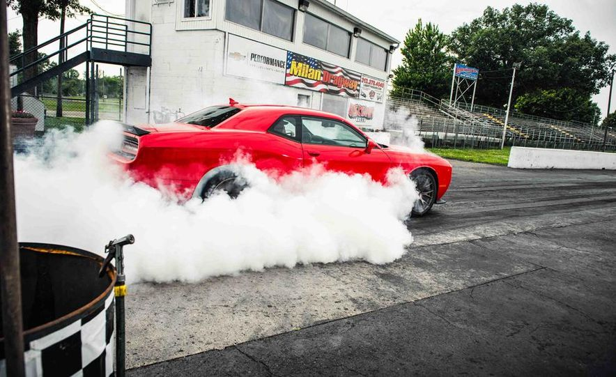2015 Dodge Challenger SRT Hellcats - Slide 9