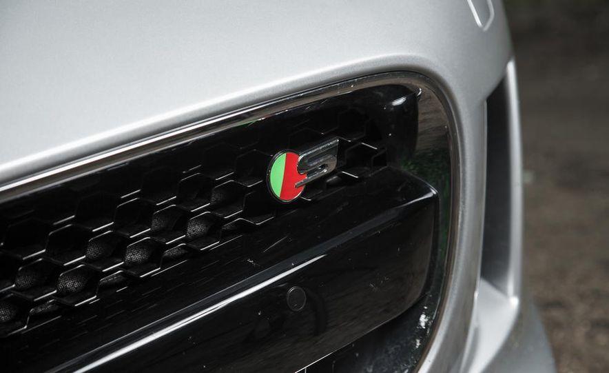 2015 Jaguar F-type V-6 S coupe - Slide 10