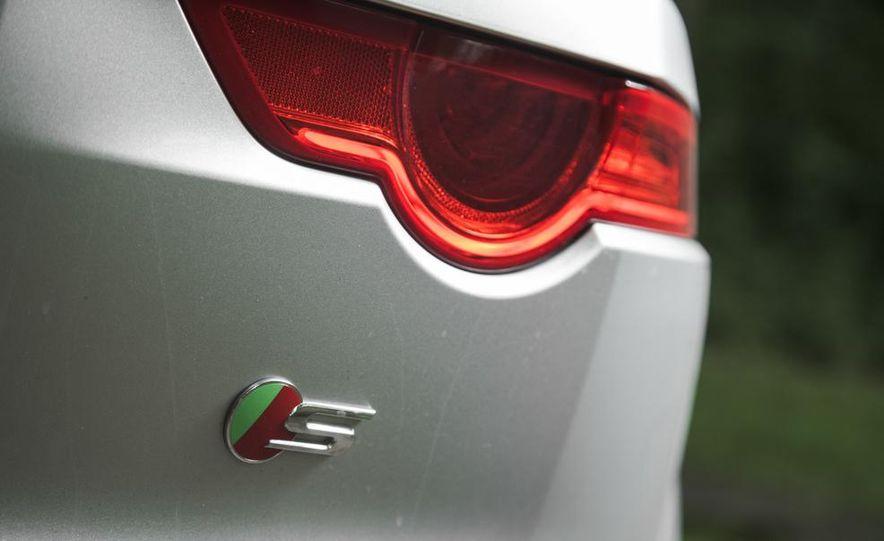 2015 Jaguar F-type V-6 S coupe - Slide 16
